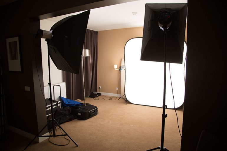 Business-Fotoshooting in einem Hotelzimmer