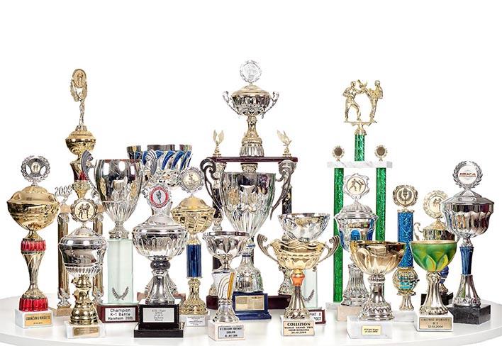 Produktfotografie von glänzenden Pokalen