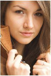 Das Kopfporträt lenkt den Blick des Betrachters auf den Gesichtsausdruck und damit auf die Gefühlslage der fotografierten Person.